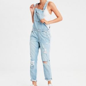 American eagle Tomgirl overalls light wash NWT